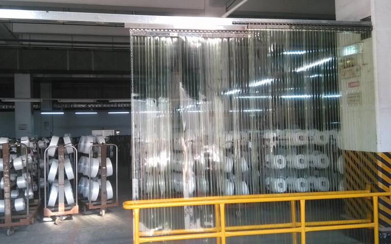 Lắp đặt rèm nhựa pvc kiểu trượt lùa
