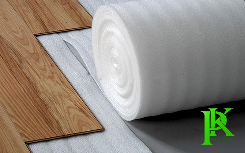 Xốp lót sàn gỗ màu trắng